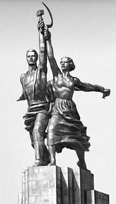 A last look at the sculpture of the soviet building in the Exposition Universelle de Paris (1937). Quite impressing.