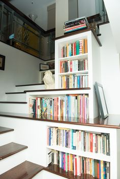 Again, Stacy London's home. But grabbing a book as you walk up the stairs?! Amazing!!!