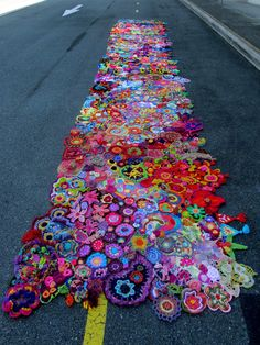 To celebrate the anniversary of the coining of the expression 'Flower Power', over 200 crocheters and knitters from 24 countries created freeform motifsI Joined Hundreds Of Freeform Crochet Pieces Together For This Collaborative Artwork Freeform Crochet, Crochet Art, Love Crochet, Crochet Motif, Irish Crochet, Crochet Flowers, Crochet Stitches, Crochet Geek, Crochet Potholders
