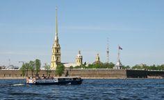 Eine Bootsfahrt in Sankt Petersburg