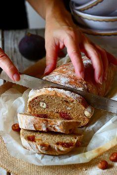Pane fichi e nocciole