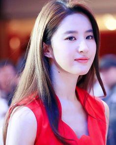 Beautiful Chinese Girl, Beautiful Asian Women, Amazing Women, Korean Beauty, Asian Beauty, Myanmar Women, Indian Bollywood Actress, Ulzzang Korean Girl, Stylish Girl Images