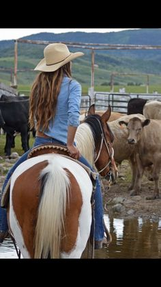 Cowgirl riding on a paint horse. With hat, and cows in the background Cowgirl riding on a paint horse. With hat, and cows in the background - Art Of Equitation Cowgirl And Horse, Cowboy And Cowgirl, Horse Girl, Cowgirl Style, Horse Love, Horse Riding, Foto Cowgirl, Westerns, Rodeo Girls