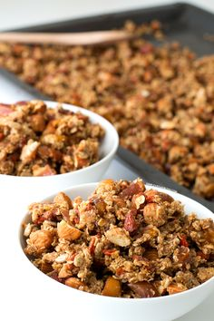 Granola is super easy to make and it lasts up to 3 weeks. This oil free granola is so delicious, you won't notice any difference! Vegan Breakfast Recipes, Delicious Vegan Recipes, Raw Food Recipes, Vegan Food, Raw Breakfast, Vegan Treats, Breakfast Bowls, Healthy Recipes, High Protein Snacks