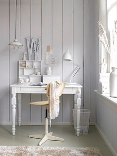 all-white work space // white desk // vintage chair // white walls // white light fixtures // interior inspiration // desks // offices // office space // sparse // minimal //shabby chic // K.Timmerman by // white color story White Desks, White Rooms, Mesa Retro, Boho Deco, Shabby Chic, Home Office Space, Desk Space, Office Spaces, Deco Design