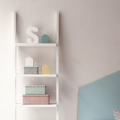 Nussa escalera estantería blanca
