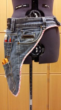 Carpenter belt Of course indispensable textile belt It would be so carpenter . - Carpenter belt Naturally indispensable textile belt It would be so Carpenter belt Naturally indispe - Sewing Tools, Sewing Hacks, Sewing Tutorials, Sewing Projects, Diy Jeans, Jean Crafts, Denim Crafts, Artisanats Denim, Sewing Tips