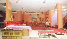 دليل لايفوتك متحف جذور وتراث يقع بحى العليا بمدينة الرياض يمتلكه عبد العزيز عبد ربه الحازمى حيث جعله متحفا يركز على توضيح جزء Home Decor Home Furniture