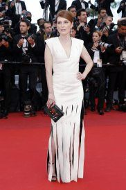Julianne-Moore-Cannes-Film-Festival-2016-Money-Monster-Movie-Premiere-Red-Carpet-Fashion-Louis-Vuitton-Tom-Lorenzo-Site-1