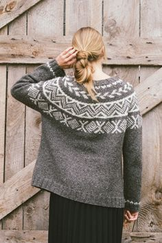 birch pullover by pam allen / from plain & simple: 11 knits to wear every day / in quince & co. owl, colors togian and snowy