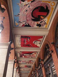 Fresque de R. Moretti sous les arcades.