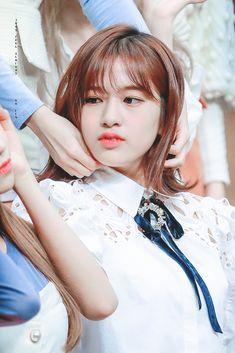 Kpop Girl Groups, Kpop Girls, Sweet Girls, Pretty Girls, Cute Wallpapers Quotes, Yu Jin, Japanese Girl Group, Fandom, The Wiz