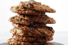 THE BEST Oatmeal Raisin Cookies. sticks = cups of butter! Best Oatmeal Raisin Cookies, Oatmeal Cookie Recipes, Cookie Desserts, Dessert Recipes, Chocolate Cherry, Chocolate Chips, How Sweet Eats, The Best, Cooking Recipes