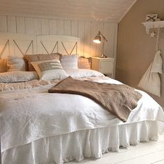 love this white bedding, Good night Credit: @annelieskuraskymning  presented by SuperiorCustomLinens.com