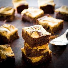 Pumpkin Pie Brownies from Healthy Seasonal Recipes via Healthy Aperature Just Desserts, Delicious Desserts, Dessert Recipes, Yummy Food, Tasty, Pumpkin Brownies, Pie Brownies, Pumpkin Pie Recipes, Fall Recipes