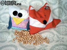 Fox and owl cherry pit pillow. Cherry Seeds, Diy And Crafts, Crafts For Kids, Upcycle, Lunch Box, Owl, Pillows, Sewing, Children