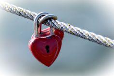 Piękne cytaty o miłości - najpiękniejsze przykłady część 1 - Narzeczeni często szukają przepięknych cytatów o miłości. Później zostają umieszczone w zaproszeniach lub jako grawer na obrączkach. Z myślą o nich przygotowaliśmy listę najpiękniejszych cytatów o miłości, dłuższych i krótszych. Piękne cytaty o miłości  Jedną z najstarszych ludzkich potrzeb jest ... - http://www.letswedding.pl/piekne-cytaty-o-milosci-cz1/