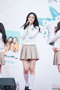South Korean Girls, Korean Girl Groups, Skater Skirt, Dress Skirt, Sinb Gfriend, Fan Picture, School Dresses, School Uniform Girls, G Friend