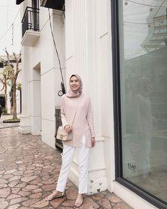 pink and white for a fun sunday 💕 (suddenly feel like lollipop 🍭😆) – Hijab Fashion 2020 Hijab Fashion Summer, Modern Hijab Fashion, Street Hijab Fashion, Hijab Fashion Inspiration, Fashion Outfits, Casual Hijab Outfit, Hijab Chic, Ootd Hijab, Hijab Bride