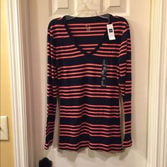 GAP NWT top size S NWT cotton top size S retail tag attached no flaws GAP Tops