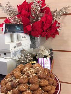 Ζαχαροπλαστείο Μελίνα Burlap Wreath, Raspberry, Wreaths, Fruit, Food, Home Decor, Room Decor, The Fruit, Meals