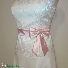 Masnis szatén öv esküvőre (nicoledesign) - Meska.hu Tops, Women, Fashion, Moda, Fashion Styles, Fashion Illustrations, Woman