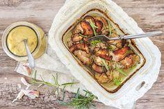 Králík pečený s bylinkami. Jarní jídlo plné chutí a vůní.