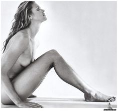 Elle macpherson black and white nudes photos 85