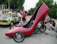 """Abgefahren – im wahrsten Sinne! Da bekommt der Name """"Bikerschuhe ..."""