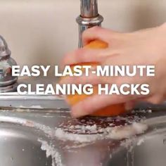 Get your house entertainment-ready with these easy last-minute cleaning hacks! Get your house entertainment-ready with these easy last-minute cleaning hacks! Household Cleaning Tips, Cleaning Recipes, House Cleaning Tips, Bathroom Cleaning Hacks, Cleaning Dust, Cleaners Homemade, Diy Cleaners, Simple Life Hacks, Useful Life Hacks