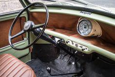 Car Interiors Old Mini Cooper, Mini Coopers, Mini Cooper Clasico, Classic Mini, Classic Cars, Mini Cooper Interior, Mini Morris, Automobile, Morris Minor