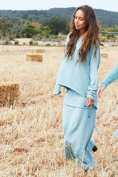 Lange rok van Isla Ibiza met gevlochten details aan de onderkant. Ibiza, Soft Colors, Passion For Fashion, Braids, Cover Up, Turquoise, Colour, Skirts, Outfits