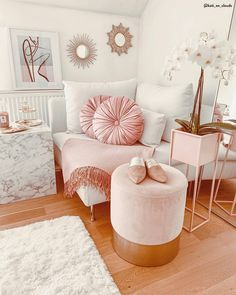 Fantastic sofa chair - read our commentary for much more good tips! Cool Room Decor, Bedroom Decor, Rosa Sofa, Pink Bedroom For Girls, Pink Sofa, Vanity Decor, New Room, Home Decor Inspiration, Decorating Your Home