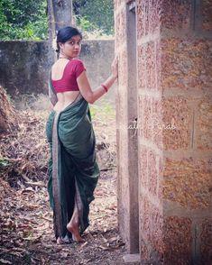 Indian Photoshoot, Saree Photoshoot, Indian Beauty Saree, Indian Sarees, Kashta Saree, Marathi Saree, Nauvari Saree, Aunty In Saree, Saree Navel
