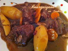 Aujourd'hui, puisqu'elle nous l'autorise, c'est avec plaisir que je remonte cette recette de bourguignon pour participer au nouveau défi Appropriez-vous la recette !!! init… Pot Roast, Sausage, Cooking, Ethnic Recipes, Hui, Food, Beef Bourguignon, Dish, Koken