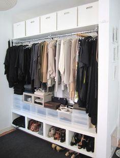 clothes closets. Penderie toute longueur. RAngement chaussure et vetements