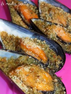 Le nostre Ricette: Cozze gratinate Fish Recipes, Seafood Recipes, Cooking Recipes, Finger Food Appetizers, Finger Foods, Italian Dishes, Italian Recipes, Due Sorelle, Fish And Chips
