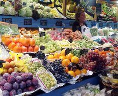 La Casa de la Huerta - Cesta con Frutas (Cortes de Aragón 38) es un espacio destinado al mimo de la fruta y productos gourmet de la zona. Durante la noche nos ofrecerá una degustación de turrones de Benabarre, de panetones italianos Loison y de yemas de esparrago para todos los asistentes. Además... ¡fruta con chocolate!. #madeinzgz #madeinzaragoza #tenderoscreativos