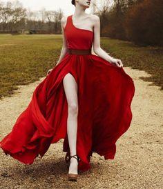 Si quieres ir de rojo, este es tu vestido