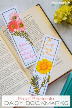 These Free Printable Daisy Bookmarks come in two lovely designs. They make a sweet gift. Creative Bookmarks, Diy Bookmarks, Cross Stitch Bookmarks, Corner Bookmarks, Bible Bookmark, Bookmark Craft, Bookmark Ideas, Free Printable Bookmarks, Free Printables