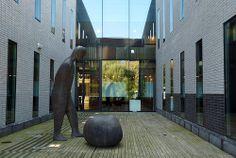 Technische Universiteit Eindhoven  Kennispoort, binnenplaats aan de achterkant. Fotograaf: Frans van Beers