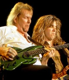 Chris Squire and Billy Sherwood. This is one of MY FAVE pics !