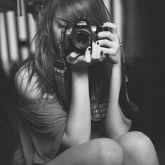 girl taking pictures - Buscar con Google