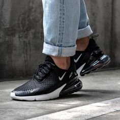low priced b0c88 3ff63 Back to Black avec les Nike Air Max 270 noires 💣💣 Baskets Nike dispo sur