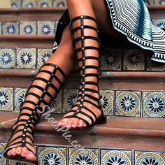 Shoespie Cut-out Knee-high Flat Sandals