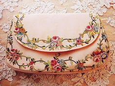 フレンチ刺繍パース - イギリスとフランスのアンティーク   薔薇と天使のアンティーク   Eglantyne(エグランティーヌ)