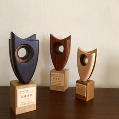 またまた トロフィー|うたたね の デザイン と モノ作り Glass Trophies, Plaque Design, Dad Crafts, Dog Frames, Trophy Design, Wood Plaques, Islamic Calligraphy, Industrial Design, Marathon