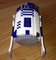 R2-D2 de Star Wars inspire Perler Bead 3D Art par SlabbinckDesigns Perler Beads, Perle Hama Star Wars, Nave Star Wars, Puzzle Art, Geek Out, Pixel Art, Creations, Geek Stuff, Presents