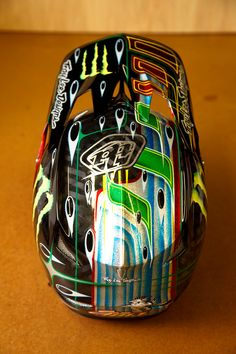 Sam Hill's signature edition Troy Lee Designs D3 helmet (© Troy Lee Designs)