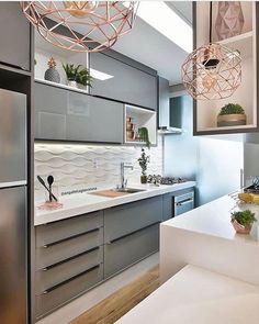 Cozinha compacta com uma paleta de cores super agradável. Kitchen Room Design, Kitchen Cabinet Design, Modern Kitchen Design, Home Decor Kitchen, Interior Design Kitchen, Kitchen Furniture, Home Kitchens, Modern Interior, Kitchen Ideas